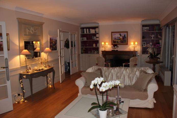 Avant apr s r novation d 39 un salon dans un esprit maison de famille d coration - Table maison de famille ...