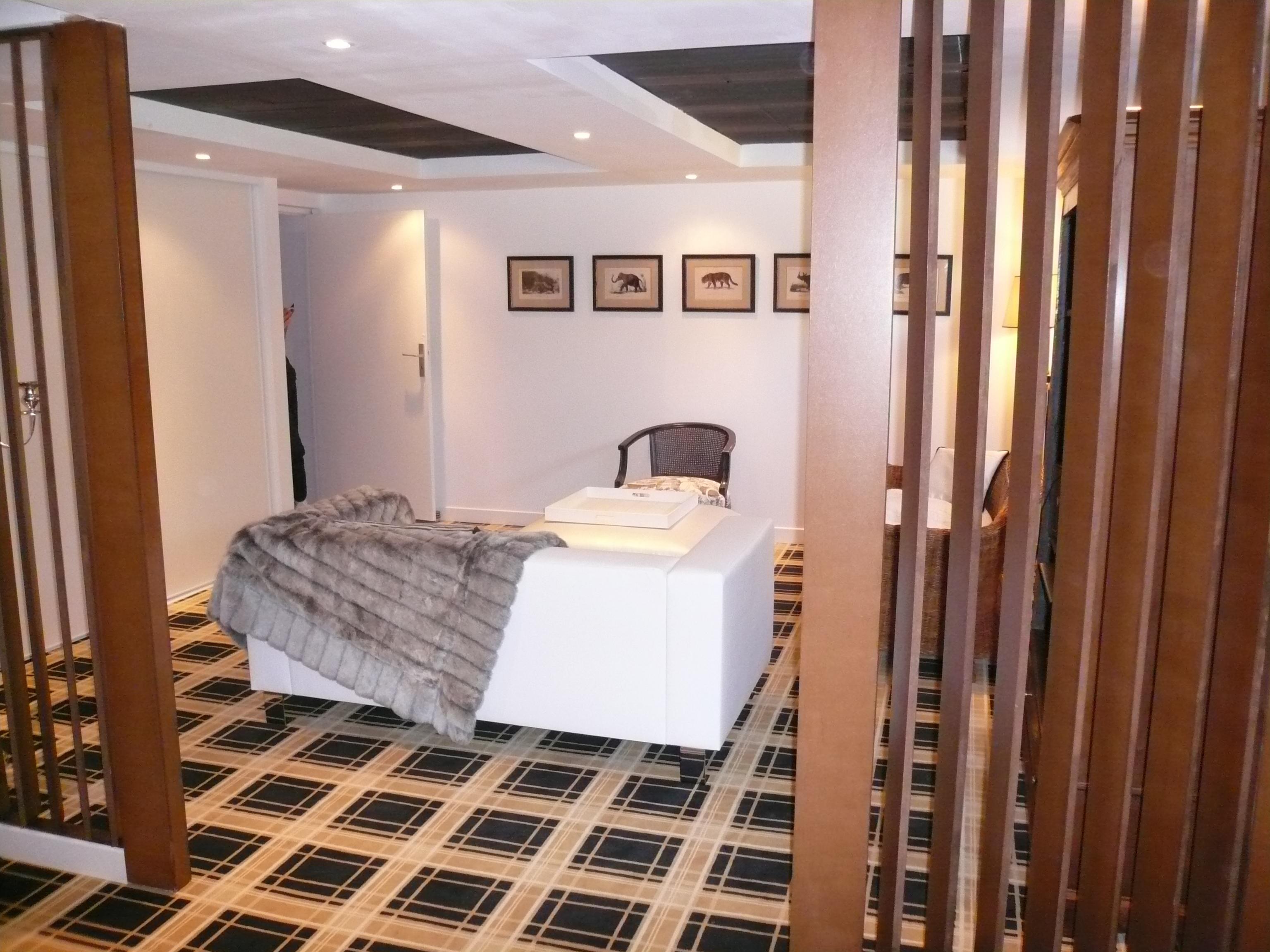 am nagement en sous sol d coration int rieure bordeaux. Black Bedroom Furniture Sets. Home Design Ideas